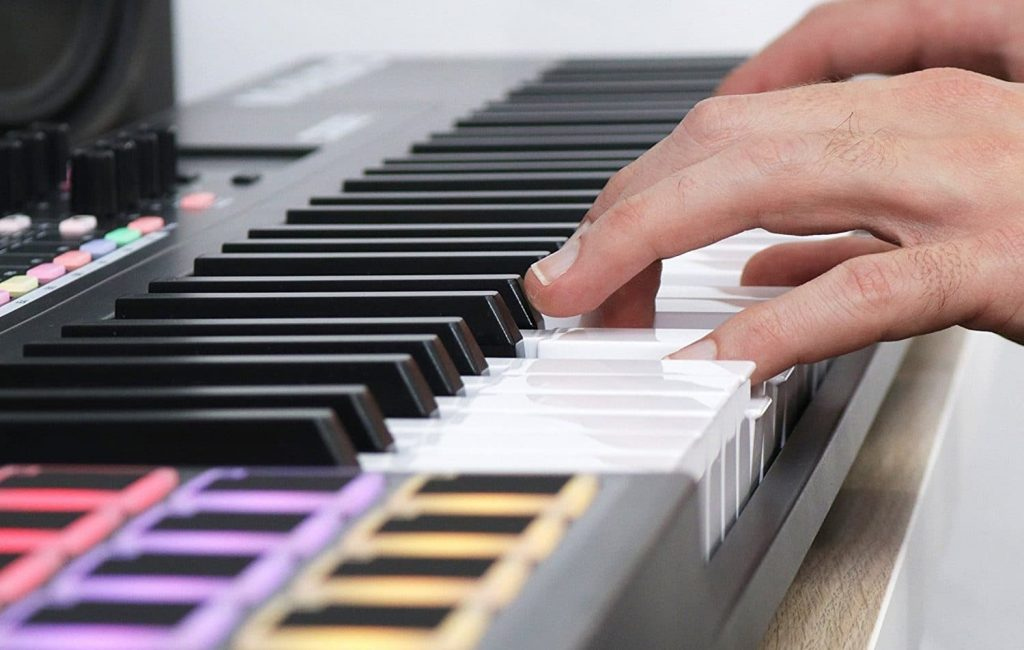 8 Incredible MIDI Keyboards for Logic Pro X — Producing Music Has Never Been So Convenient!