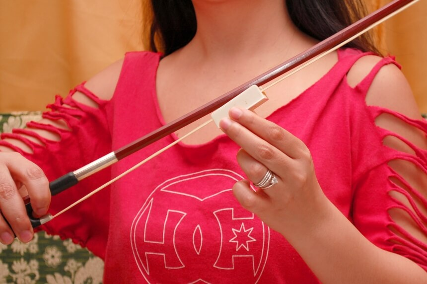 How to Rosin a Violin Bow - Do It the Right Way!